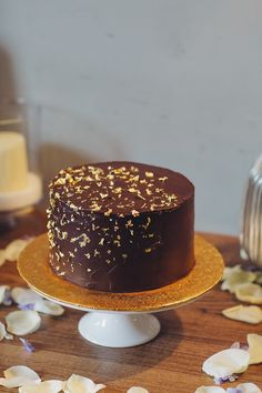Cake decorated with chocolate ganache and gold leaf | Photography by http://www.lmweddings.co.uk/