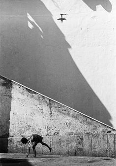 Naples, Italy, 1956 Photo By Thomas Hoepker Magnum Photos #lifescenes, #bestofpinterest, https://facebook.com/apps/application.php?id=106186096099420