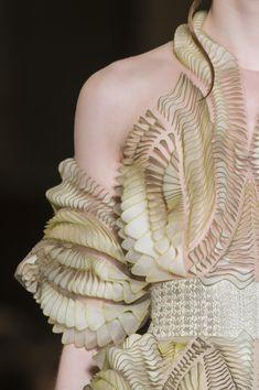 Iris Van Herpen at Couture Spring 2018 - Details Runway Photos