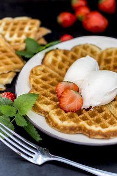 A Food, Waffles, Baking, Breakfast, Eyes, Bread Making, Morning Coffee, Patisserie, Backen
