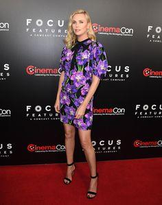Charlize Theron kontra Kirsten Dunst. Kwieciste kreacje królują na CinemaCon 2017 – Film