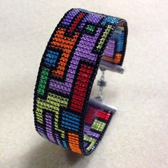 Collage Loom Cuff with Leslie Rogalski Level: All Levels Technique: Basics, Bead Stitching, Loom