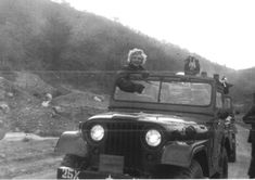 My friend's grandpa took a picture of Marilyn Monroe in Korea, 1953. - Imgur