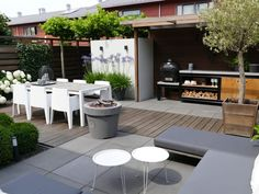 Need some low maintenance garden design ideas? Learn the fundamentals and tips to creating the perfect low mainteance outdoor space in our feature article. Back Gardens, Outdoor Gardens, Roof Gardens, Casa Color Pastel, Low Maintenance Garden Design, Backyard Ideas For Small Yards, Rooftop Garden, Balcony Gardening, Garden Planters