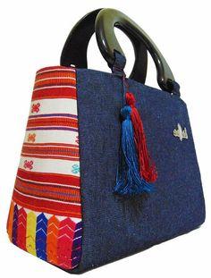 Beautiful By Ana Duran Messenger Bag Patterns, Purse Patterns, Patchwork Bags, Quilted Bag, Diy Bags Purses, Purses And Handbags, Hipster Purse, Kids Purse, Denim Handbags