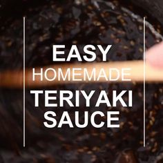This recipe for the simple teriyaki sauce consists only of healthy pantry staples! This Easy Teriyaki Sauce recipe is made with only healthy pantry staples! It is so simple to whip up you will wonder why you ever bought teriyaki sauce! Molho Teriyaki, Teriyaki Marinade, Teriyaki Salmon, Easy Teriyaki Sauce Recipe, Vegan Teriyaki Sauce, Chicken Teriyaki Recipe, Gastronomia, Fast Recipes, Eating Clean