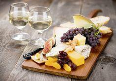 ワインを飲む時10倍アガるチーズの盛り方!チーズボードを使おう