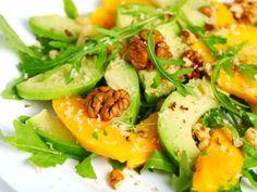 Ensalada de aguacate y mango con vinagreta de frutos secos