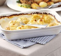 Cauliflower cheese, sometimes called cauliflower and cheese, is a traditional British dish. It can be eaten as a main course, for lunch or dinner. Bbc Good Food Recipes, Vegetarian Recipes, Cooking Recipes, Yummy Food, Vegetarian Kids, Diner Recipes, Recipes Dinner, Vegetable Recipes, Cooking Tips