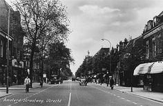 Amsterdamse Straatweg 1960 | Vanuit de stad, voorbij het viaduct met links de Fabriekstraat en rechts de Anjelierstraat