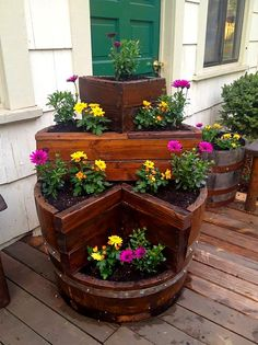 Build a pallet planter box perfect for cascading flowers! – DIY projects for everyone! Wine Barrel Garden, Wine Barrel Planter, Pallet Planter Box, Wood Planters, Planter Boxes, Garden Planters, Planter Ideas, Barrel Projects, Wood Projects