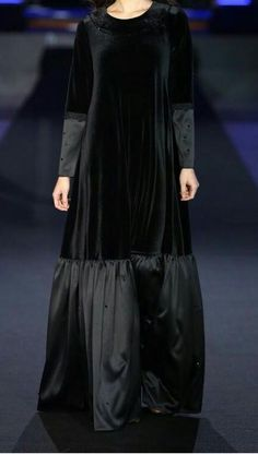 Kaftan Designs, Simple Kurti Designs, Mode Abaya, Mode Hijab, Arab Fashion, Muslim Fashion, Hijab Style Dress, Velvet Fashion, Little Girl Dresses