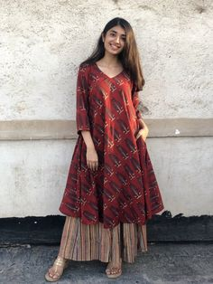 Pair it with narrow bottoms and there's your perfect work wear look. Pakistani Fashion Casual, Pakistani Dresses Casual, Pakistani Dress Design, Casual Dresses, Kurti Pakistani, Salwar Kurta, Sabyasachi, Stylish Dresses, Indian Fashion