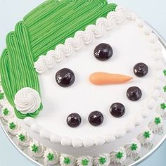Snowman Cake So cute yet so easy by erica Christmas Cake Designs, Christmas Sweets, Christmas Cooking, Noel Christmas, Christmas Cakes, Xmas Cakes, Christmas Ideas, Holiday Cakes, Holiday Desserts
