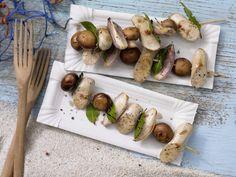 Würstchen-Champignon-Spieße mit frischem Lorbeer | Kalorien: 142 Kcal - Zeit: 15 Min. | http://eatsmarter.de/rezepte/wuerstchen-champignon-spiesse