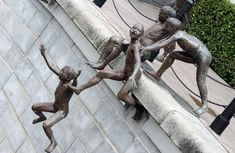 The First Generation de Chong Fah Cheong-Singapore-Republic of Singapore Nelson Mandela, Sculpture Images, Garden Sculpture, Lion Sculpture, Singular, Urban Art, Art Forms, Cool Pictures, African