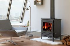 Chesneys offer a sophisticated range of multi-fuel stoves. With the choice to fuel with both wood or coal, our multi-fuel burners are an attractive, heat-efficient addition to any interior. Stove Fireplace, Fireplace Ideas, Standing Fireplace, Multi Fuel Stove, Log Burner, Gas Stove, Modern Interior, Contemporary Design, Showroom
