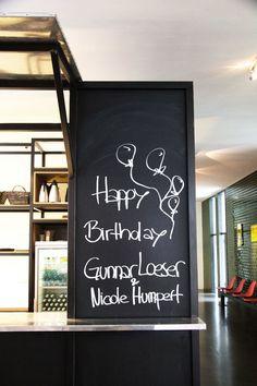 Geburtstagsgrüße am Empfang bei der Hamburger Kommunikationsagentur Track #blickinsstudio #pagemag