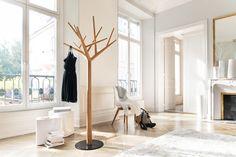 Alt trifft neu- Altbauwohnung in neuem Look. Bei hohen Räumen kommen Designer- Stücke besonders gut zur Geltung.