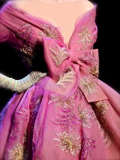 I'd never wear this but there is no denying it is totally beautiful and so girly! Christian Dior Couture S/S 2011
