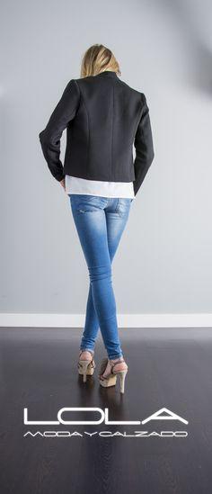 Tu chaqueta de verano en negro por 50 €, la calidad y el diseño al mejor precio.  Pincha este enlace para comprar tu chaqueta en nuestra tienda on line:   http://lolamodaycalzado.es/primavera-verano/585-chaqueta-manhattan-pique-negro-sophyline.html
