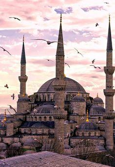 Greece Architecture, Detail Architecture, Mosque Architecture, Vintage Architecture, Historical Architecture, Ancient Architecture, Beautiful Architecture, Mosque Silhouette, Medina Mosque