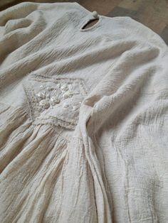 刺繍パッチのナチュラルなオーバーサイズワンピース
