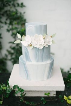 modern decorated cakes | 27 Edgy Modern Wedding Cakes That Wow | Decor Advisor #modernweddingcakes