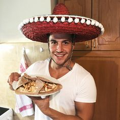 """Olé!💃🕺 Cómo estás? 😊  Ich spreche grad mal so viel, dass ich im Urlaub eine 🍋Limonade und Tapas bestellen kann. 😅 Ich habe aber noch zum Glück ein bisschen Zeit, um bis zum 🏖 Sommer ein waschechter """"Sprach-Torrero""""😎 zu werden! Heute beginne ich mit einem leckeren mexikanischen Gericht - den Tortillas und sage Buen provecho! 😉🍴"""