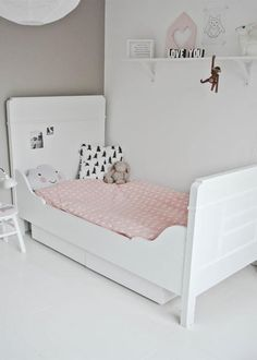 simple and sweet kids room