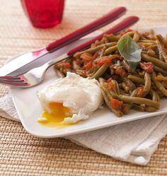Oeufs pochés et haricots verts à la tomate - les meilleures recettes de cuisine d'Ôdélices