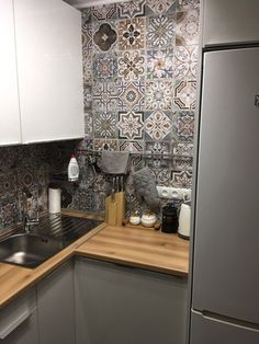 44 best small kitchen design ideas for your tiny space 15 Kitchen Cabinet Design, Interior Design Living Room, Modern Kitchen Design, Apartment Kitchen, Living Room Kitchen, Kitchen Decor, Wall Decor Design, Kitchen Benches, Interior Exterior