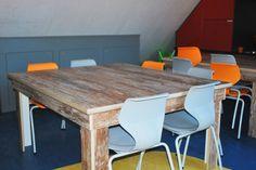 Deze sloophouten-look tafel hebben wij vorige week geleverd aan een BSO. Deze ziet er echt wel heel stoer uit!