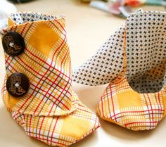 DIY Baby Booties Pattern - Easy Peasy  I wonder if I can alter this pattern to fit me.  These would be so cute to wear at home in the winter.