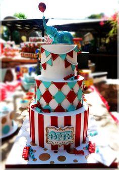 Circus cake - just diamond cake, and cupcakes Circus Theme Cakes, Carnival Cakes, Circus Theme Party, Carnival Birthday Parties, Themed Birthday Cakes, Circus Birthday, Themed Cakes, Circus Wedding, Carnival Costumes