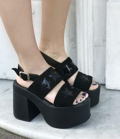 [ CHOFIS DEL DIA ] Nuestras elegidas son las Laila Dance! #SoydeGrecia #Fashion #Shoes Sexy Heels, High Heels, Sock Shoes, Shoe Boots, Normcore Fashion, African Print Dress Designs, Pretty Shoes, Fashion Killa, Huaraches