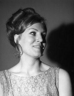 Czym zajmuje się jedyny syn Anny German? Piosenkarka skończyłaby 85 lat - Plejada.pl Music Love, Anna, Singer, Actors, German, White Angel, People, Image, Russia