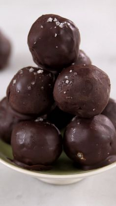 Chocolate-Covered Nut Truffles : You are just 5 ingredients away from these delicious and nutritious truffles made with dates and hazelnuts. You are just 5 ingredients away from these delicious and nutritious truffles made with dates and hazelnuts. Cake Truffles, Truffle Recipe, Chocolate Covered, Chocolate Shop, Vegan Chocolate, Coffee Recipes, Healthy Baking, Christmas Baking, Chocolate Recipes