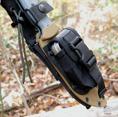 Excellent bushcraft know-hows that all survival fanatics will most likely desire to learn today. This is most important for wilderness survival and will definitely save your life. Tactical Survival, Survival Tools, Survival Knife, Survival Prepping, Doomsday Survival, Survival Equipment, Bushcraft Knives, Tactical Knives, Tactical Gear