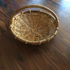 Bentwood Rattan Basket, Round Basket with Handle, Vintage Storage, Farmhouse Style Country Wedding Decor Centerpiece, Flower Gathering by MyVintageApartment on Etsy Country Wedding Decorations, Centerpiece Decorations, Country Decor, Wedding Country, Vintage Thanksgiving, Thanksgiving Decorations, Hamptons Style Decor, Round Basket, Entrance Decor