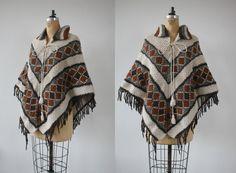 vintage 1970s poncho / 70s knit cape / 70s cream brown fringe trimmed poncho / 70s boho poncho / hippie cape / s medium large xl