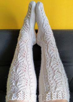 Ilmainen naisten pitkävartisten villasukkien ohje - Taito Itä-Suomi Lace Knitting, Knitting Socks, Knitting Patterns, Knit Crochet, Yarn Inspiration, Wool Socks, Leg Warmers, Knitwear, Sewing