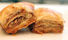 Turkse Baklava recept, een Turkse favoriet! Met dit recept denkt iedereen dat je een echte meester-kok bent terwijl het zooo makkelijk te maken is!