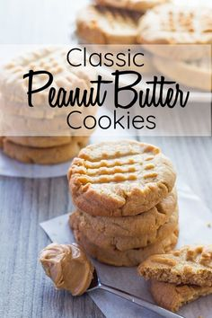 cookie recipes This Classic Peanut Butter Cookie recipe to die for - Soft, crisp texture, crave-worthy flavor amp; that iconic crisscross pattern. via Errens Kitchen Classic Peanut Butter Cookie Recipe, Classic Peanut Butter Cookies, Best Peanut Butter, Chocolate Cookie Recipes, Easy Cookie Recipes, Chocolate Chip Cookies, Cookie Butter, Peanutbutter Cookies Easy, Peanut Better Cookies