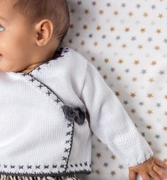 Layette Pattern, Baby Cardigan Knitting Pattern, Jumper Patterns, Baby Knitting Patterns, Knitting Designs, Baby Corner, Pull Bebe, Fingerless Gloves Knitted, Crochet Baby Clothes