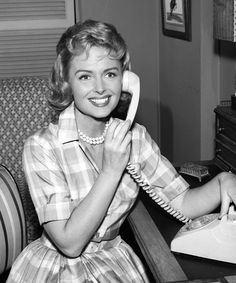 THE DONNA REED SHOW - TV SHOW PHOTO #BW42 Classic Actresses, Female Actresses, Beautiful Actresses, Actors & Actresses, Beautiful Film, Beautiful People, Old Hollywood Movies, Old Hollywood Stars, Classic Hollywood