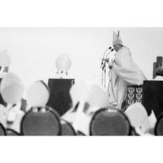 """Atheist Demonstration IV Chicago 1979; il rapporto con la Chiesa cattolica negli Stati Uniti è sempre stato turbolento. Durante la visita alla cattedrale """"Holy Name"""", il santo padre Giovanni Paolo II è stato contestato da un gruppo di atei."""