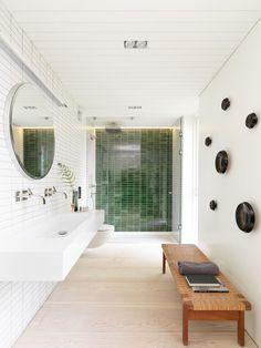 todd saunders arkitektur / hus s, øy villa tveiterås Bathroom Bench, Beach Theme Bathroom, Modern Bathroom, Small Bathroom, Washroom, Bad Bank, Bathroom Interior Design, Interior Decorating, Luxury Shower