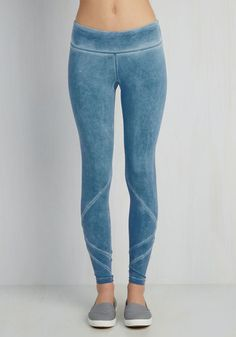 Rising from a deep slumber, you recall a run in these paneled leggings being on the morning agenda. Taking you from drowsy to lively in a matter of seconds, the chambray-inspired hues and fun diamond cutouts of these workout wonders aid you with approaching your cardio in the utmost style!