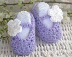 Baby Girl Shoes - awwwww, so cute! Can't believe I'll be using stuff like this again soon!